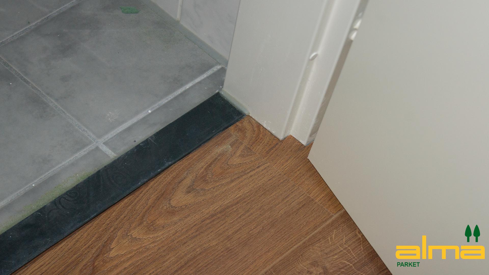 760 detail strak modern aansluiting muur wand vloer parket hout laminaat tegel details tegels - Parket aan de muur ...