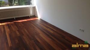 houtsoort KAMBALA planken stroken visgraat tapis bourgogne multiplank 3 strooks lamel was lak olie ALMA PARKET VLOEREN.jpg